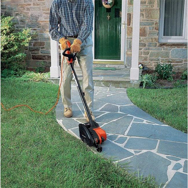 Best Lawn Edger: BLACK+DECKER